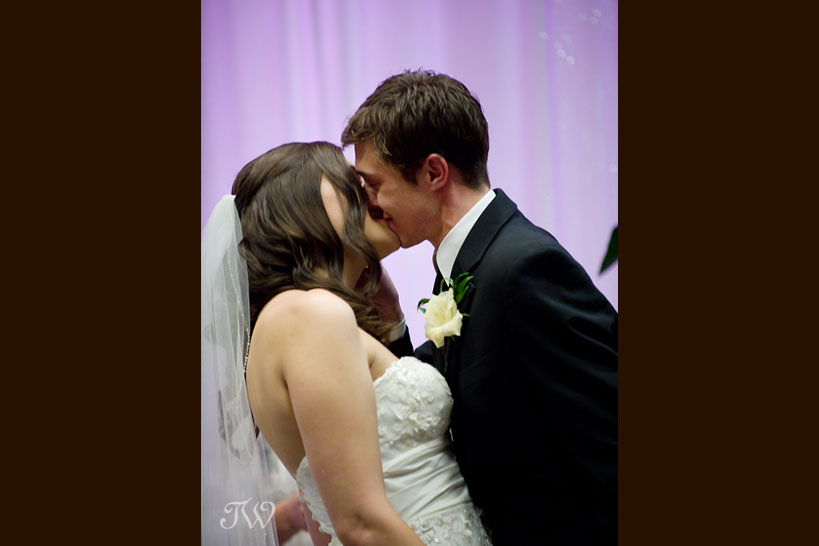 Calgary-wedding-photographer-at-hotel-arts-first-kiss