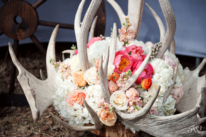 Calgary-wedding-pictures-flowers-antlers