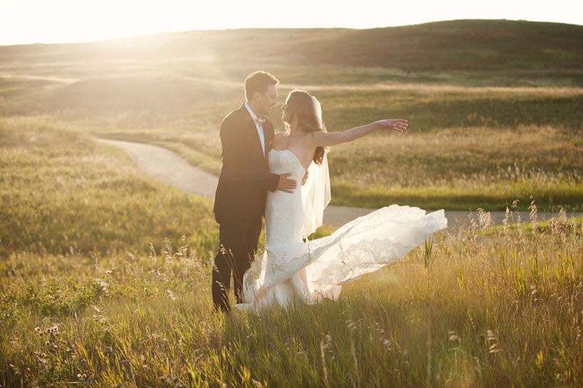golden hour wedding photos captured by Calgary wedding photographer Tara Whittaker
