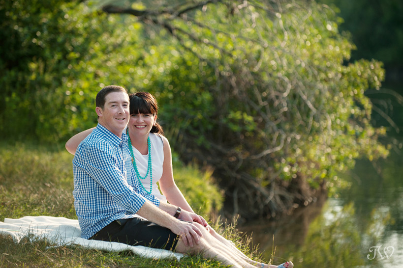 couple on a picnic captured by Tara Whittaker Photography