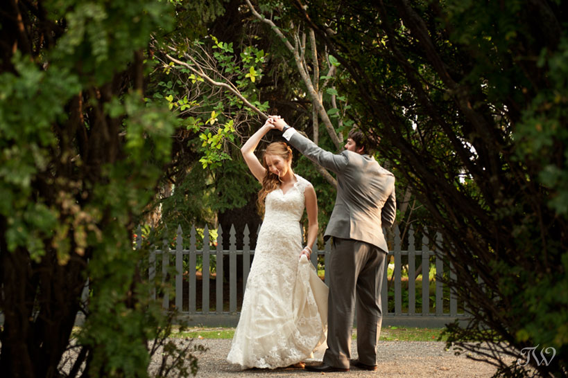 bride and groom dancing captured by Tara Whittaker Photography