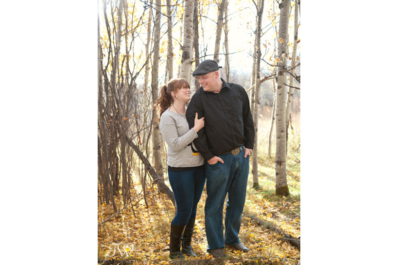 couple pose for their fall engagement photos with Tara Whittaker Photography