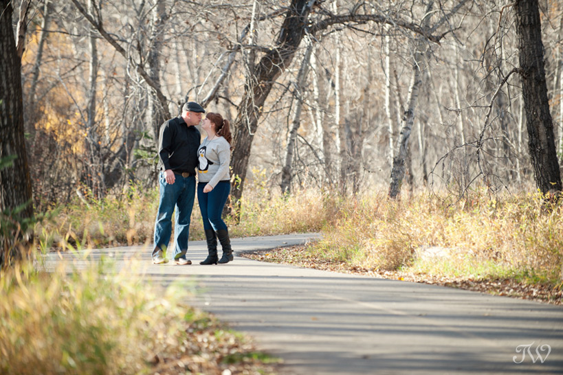 couple on a pathway in Fish Creek Park captured by Tara Whittaker Photography