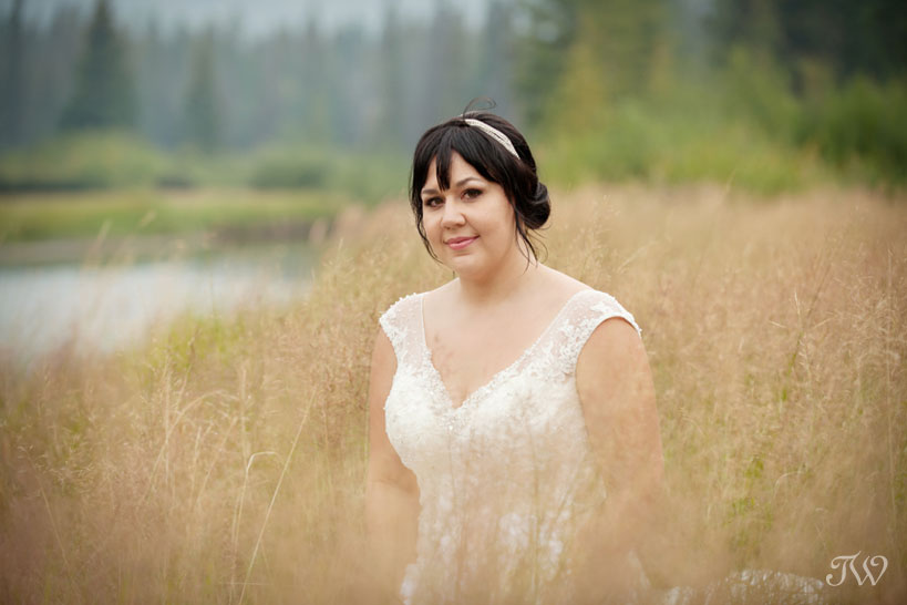 bride near the Bow River in Banff captured by Tara Whittaker Photography