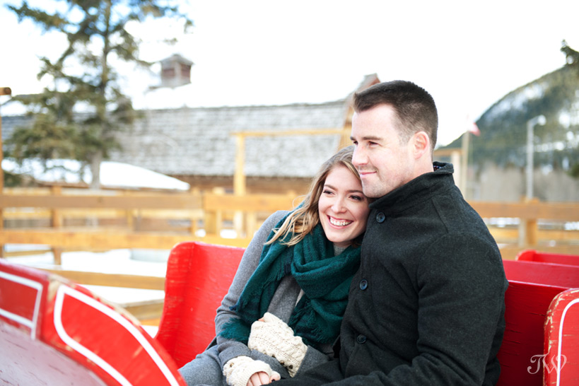 romantic sleigh ride in Banff captured by Tara Whittaker Photography