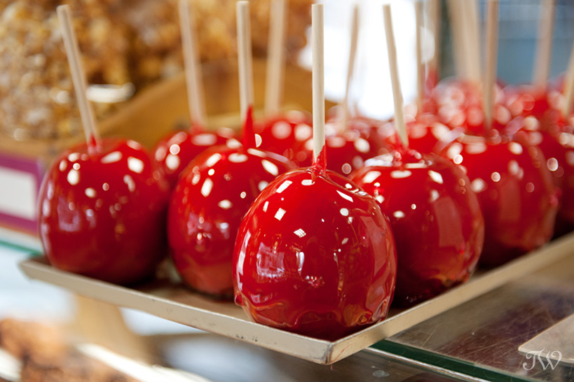 candy apples at Mountain Chocolates captured by Tara Whittaker Photography