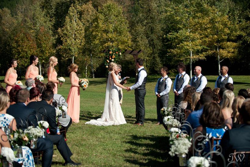 Fall wedding ceremony in Fernie captured by Tara Whittaker Photography