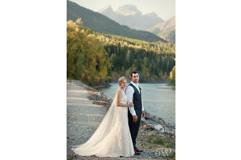 Mountain bride and groom captured by Tara Whittaker Photography