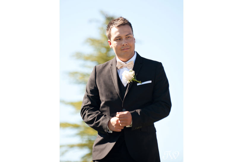 Groom walks down the aisle at his Blue Devil Golf Club wedding captured by Tara Whittaker