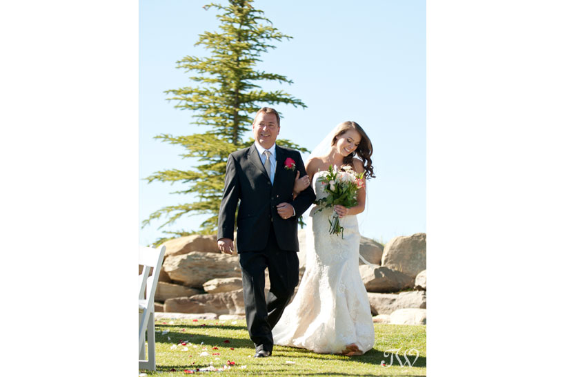 Dad walks his daughter down the aisle at Blue Devil Golf Club captured by Tara Whittaker