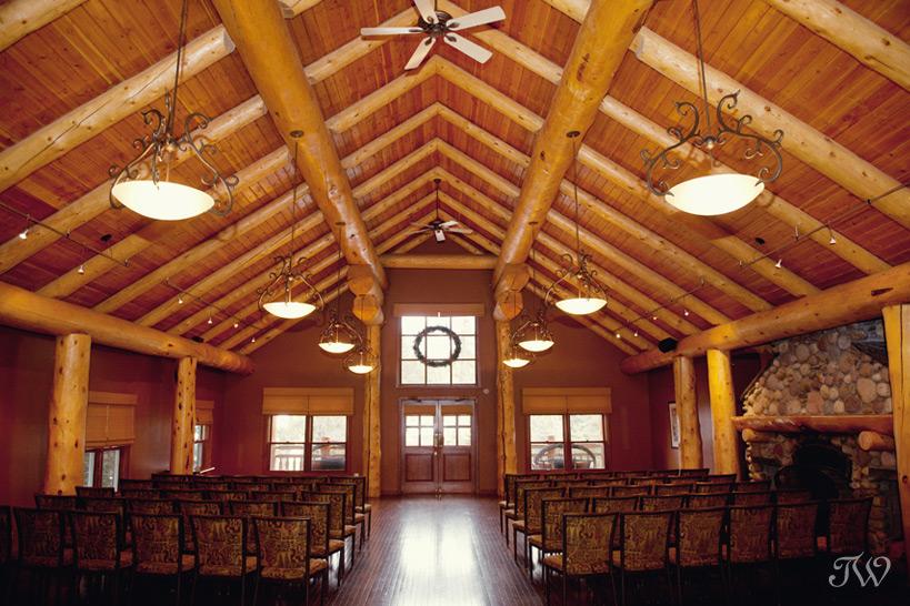 Wapiti Longhouse at Buffalo Mountain Lodge in Banff captured by Tara Whittaker Photography
