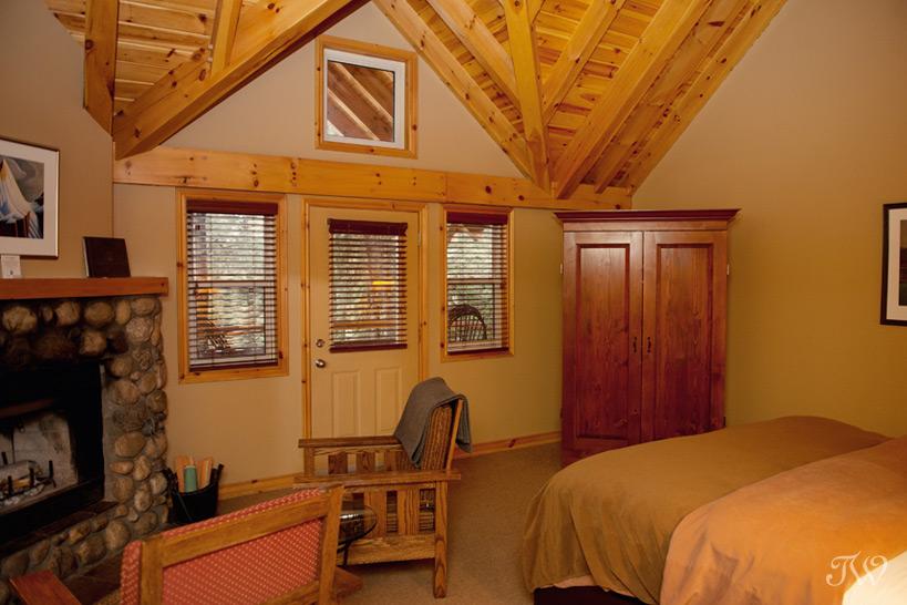 hotel room at Buffalo Mountain Lodge captured by Tara Whittaker Photography