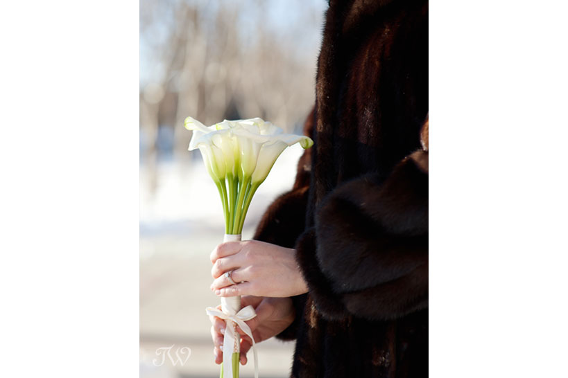 bride carries calla lilies captured by Tara Whittaker Photography