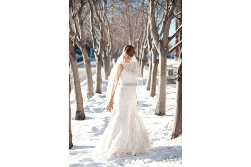 winter bride captured by Calgary wedding photographer Tara Whittaker
