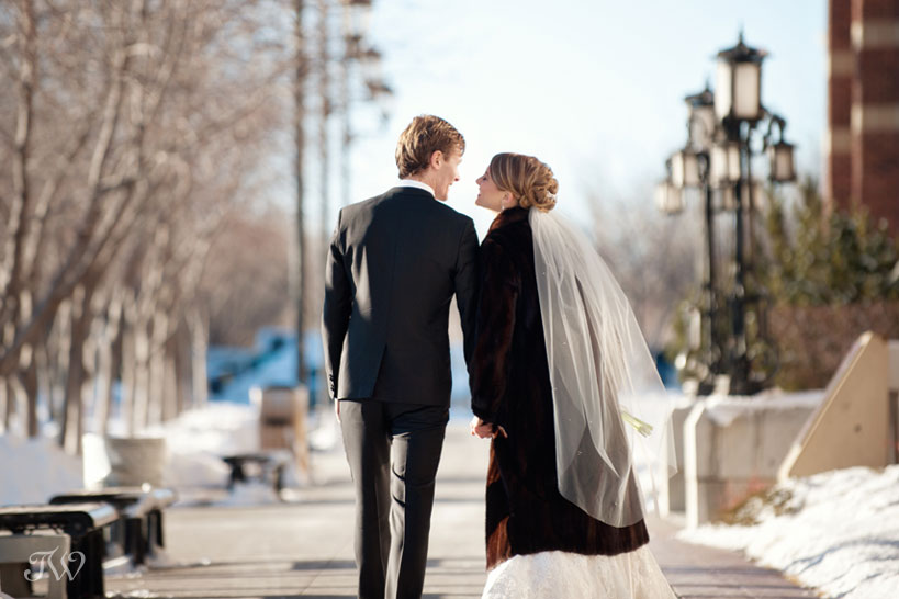winter wedding photos captured by Calgary wedding photographer Tara Whittaker