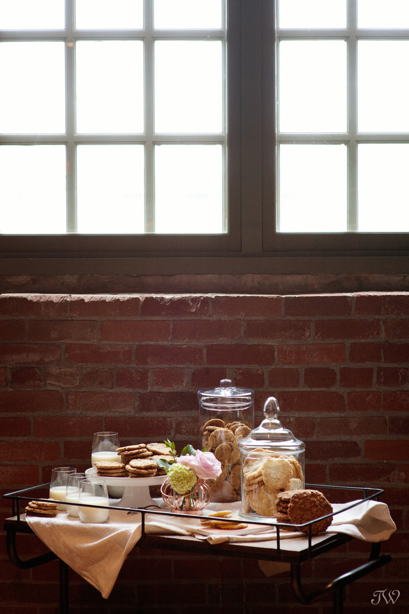Cookies from Sidewalk Citizen at a Charbar wedding captured by Tara Whittaker Photography