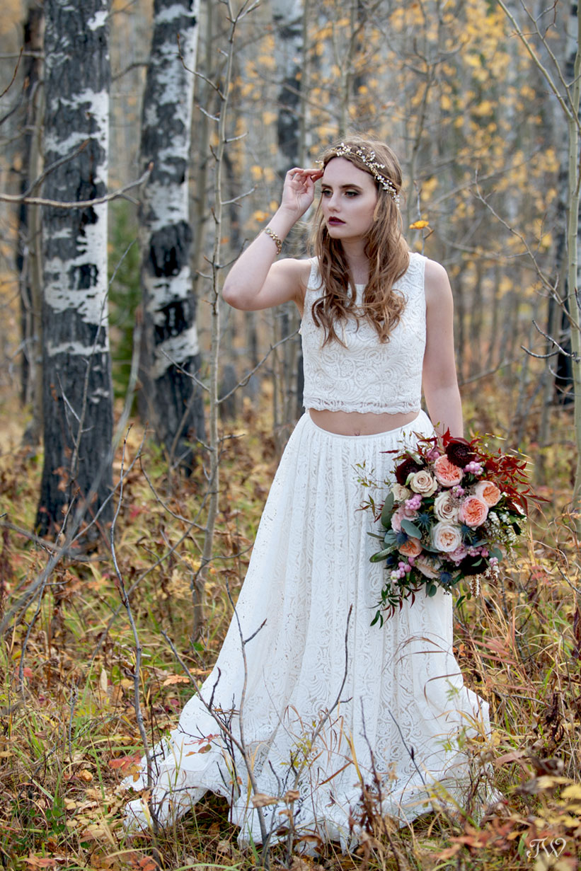 bohemian bride in the fall leaves captured by Calgary wedding photographer Tara Whittaker