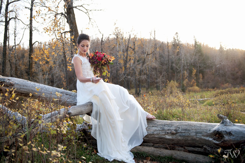 fall bride in Fish Creek park captured by Calgary wedding photographer Tara Whittaker