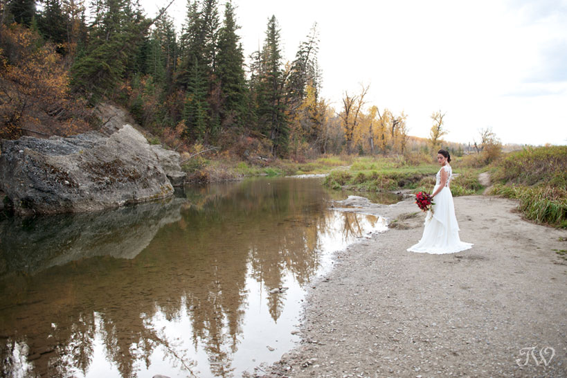 Autumn wedding in Fish Creek Park captured by Calgary wedding photographer Tara Whittaker