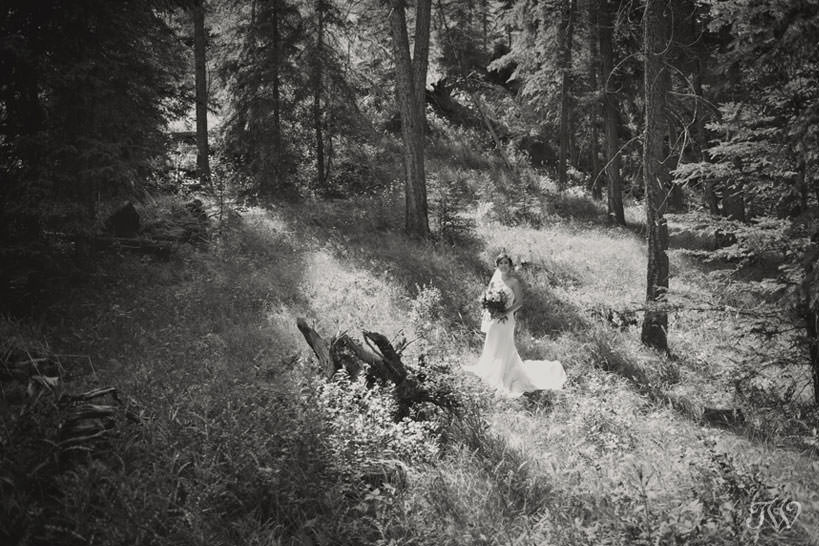 bride before her mountain wedding captured by Calgary photographer Tara Whittaker