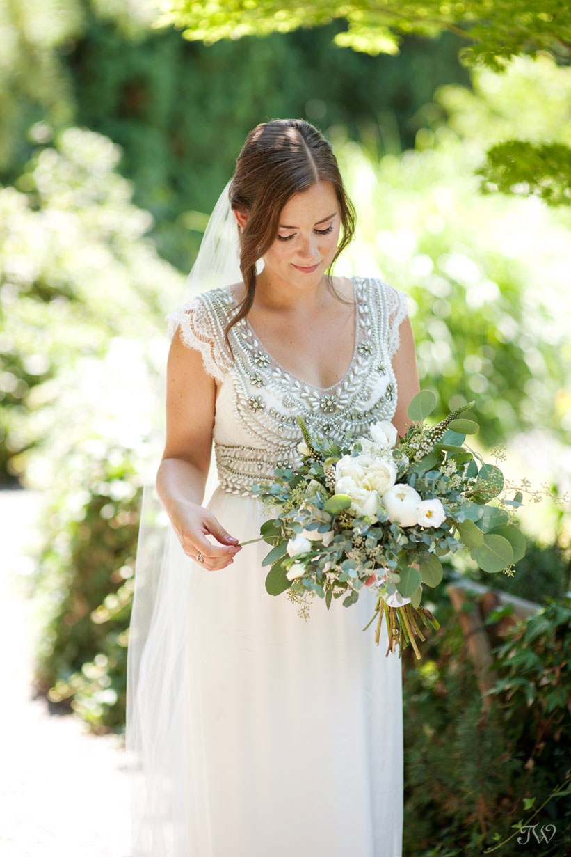 bride wearing Anna Campbell during Kelowna wedding photos captured by Tara Whittaker Photography