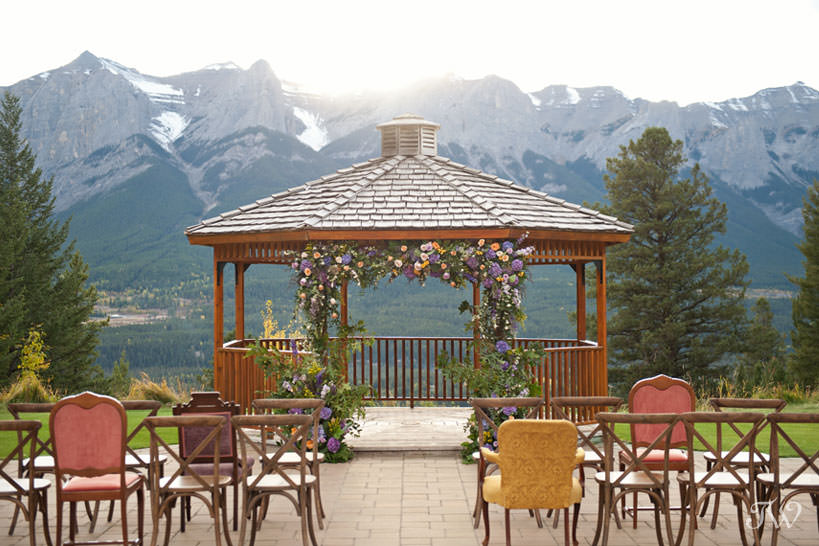 ceremony site for a Silvertip wedding captured by Calgary wedding photographer Tara Whittaker