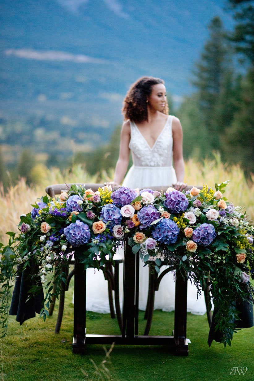 sweetheart table for a Silvertip wedding in fall captured by Calgary wedding photographer Tara Whittaker