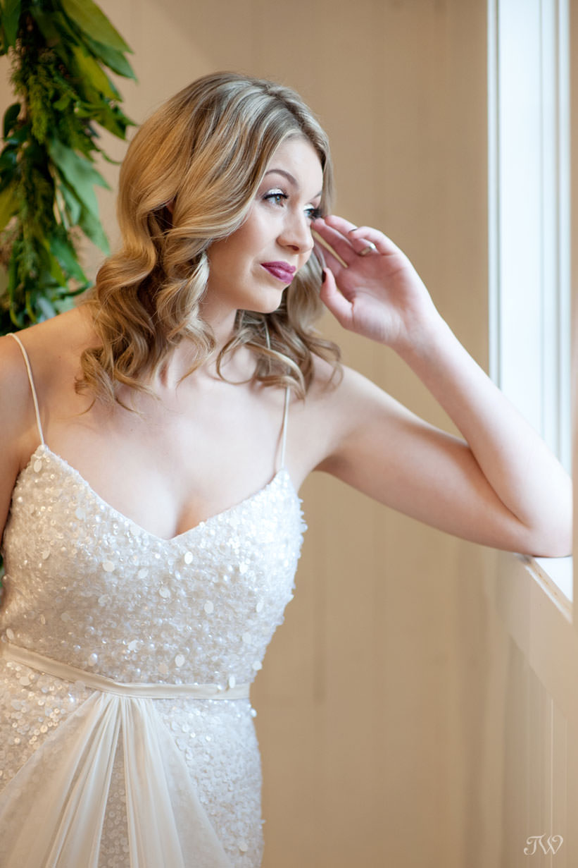winter bride in a gown from Pearl & Dot captured by Calgary wedding photographer Tara Whittaker