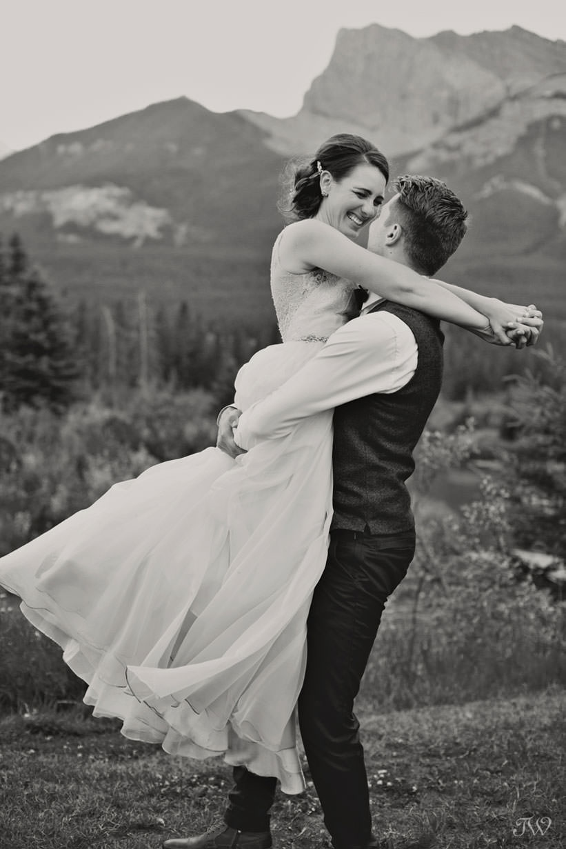 Mountain bride and groom in Canmore captured by Tara Whittaker Photography