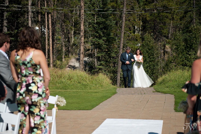 Ceremony at Silvertip mountain wedding locations captured by Tara Whittaker Photography